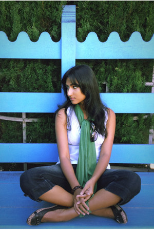green scarf - capri jeans - black sunglasses - black brown flats - white top