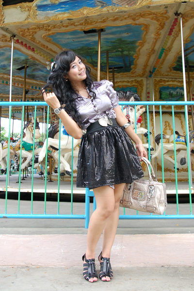 silver juzzie top - black dhievine skirt - silver Guess wallet - black Gucci sho