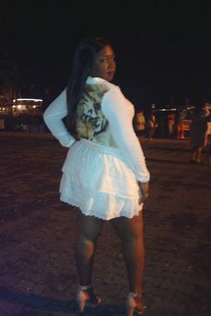 off white skirt - neutral blouse - light pink heels