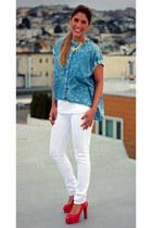 hot pink Zara heels - white skinny jeans Levis jeans - gold spike BCBG ring