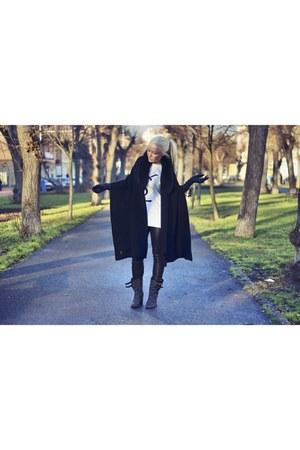 fox fur YSL scarf - merli Laurence Dacade boots - Helmut Lang pants
