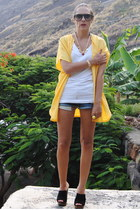 black Zara wedges - navy united colors of benetton shorts - yellow bodysuit