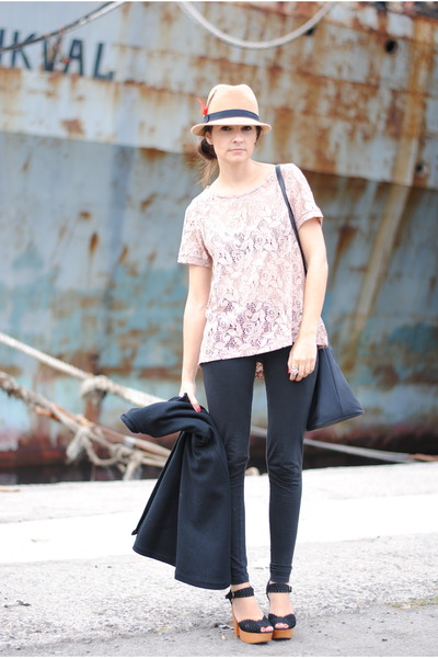 coral pull&bear t-shirt - black Rocket Dog shoes - camel Primark hat