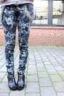 Heather-gray-floral-bullhead-black-pants-periwinkle-long-sleeve-thrifted-top