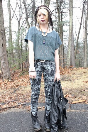 ivory DIY necklace - black leather Dr Martens boots