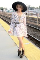 ivory flower printed dress - black wide-brim hat