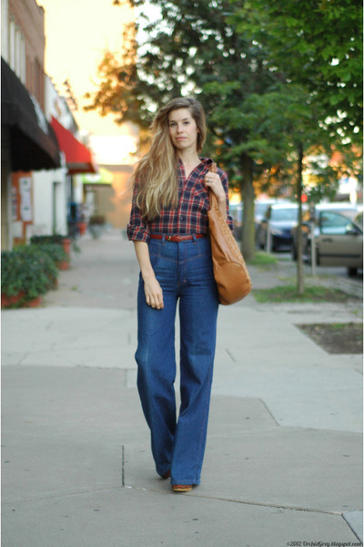 navy vintage jeans - brick red American Apparel shirt - tawny BaliELF bag