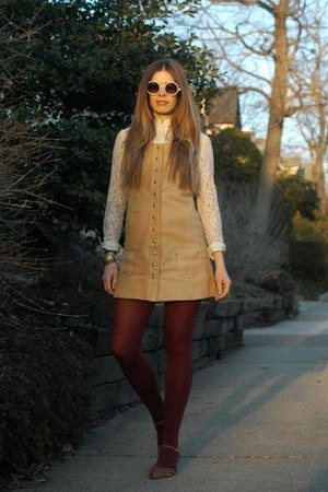 camel vintage dress - crimson free people tights - white Lulus sunglasses
