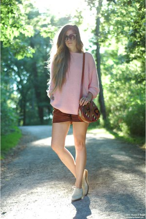cream vintage shoes - light pink thrifted sweater - red vintage bag