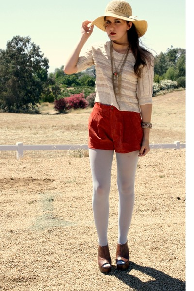 floppy sun hat hat - sweater - tights - shorts - gold necklaces necklace
