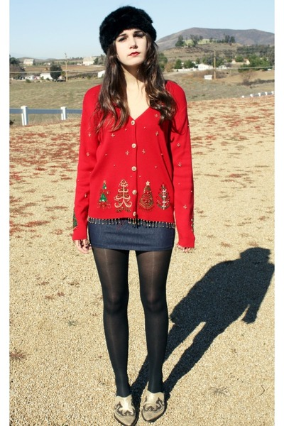 black faux fur hat - red christmas sweater - gold cowboy clogs