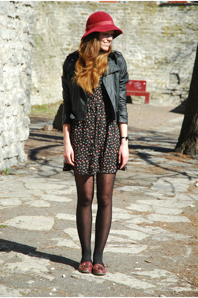 ruby red vintage hat - black Fashion Union dress