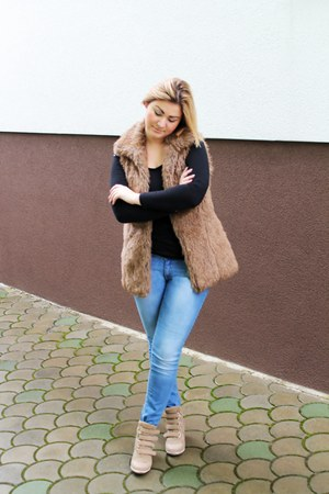 beige shoes - sky blue jeans - camel jacket - black top