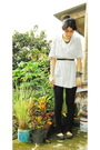 Brown-necklace-white-blouse-brown-belt-black-leggings-