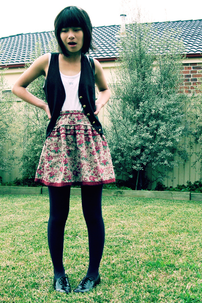vest - skirt - tights - shoes
