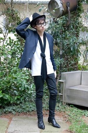 vintage from Ebay hat - Ray Ban glasses - H&M blazer - American Apparel t-shirt