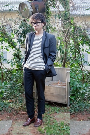 H&M pants - Zara blazer - weekday t-shirt - Ray Ban glasses