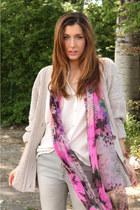 bubble gum vintage scarf - white Zara blouse