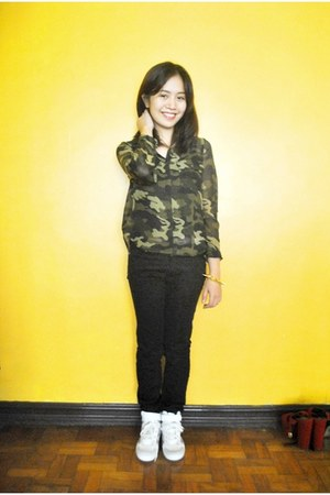 olive green urban behavior top - black Penshoppe pants - ivory Topshop sneakers
