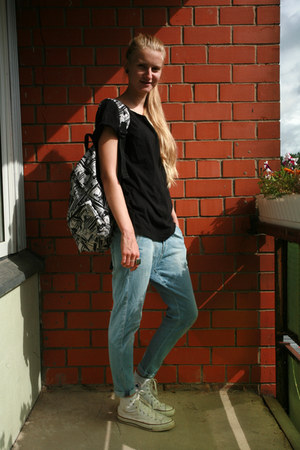 backpack Sportland bag - Zara jeans - diy skull back second hand t-shirt