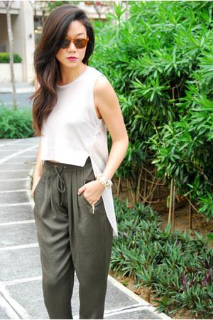 H&M top - Mango shoes - Warby Parker sunglasses - Zara pants