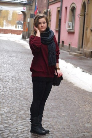crimson jumper - gray boots - dark gray bag