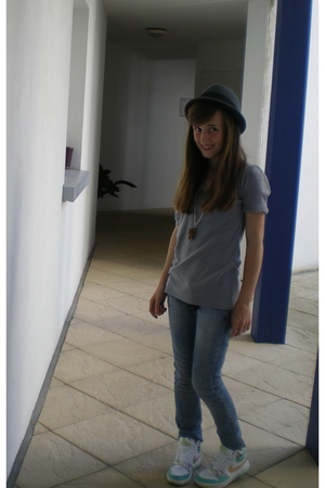 t-shirt - Mango jeans - nike shoes - SIX necklace - H&M hat
