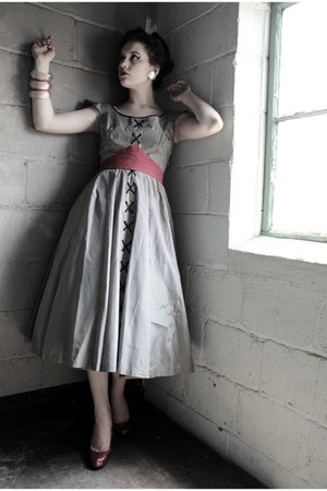 heather gray 1950s Atomic Warehouse dress - ruby red vintage belt