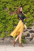gold hi lo Forever 21 skirt - brown lace-up booties Steven Madden boots