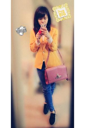 black heels - blue jeans - mustard H&M blazer - white shirt