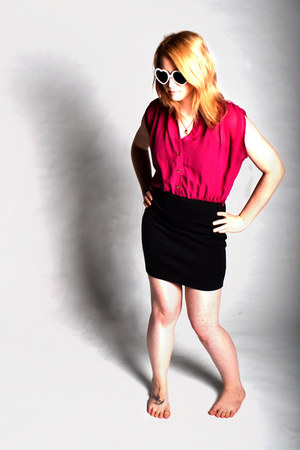 hot pink Limite dress - white Ebay glasses - gold Bizou necklace