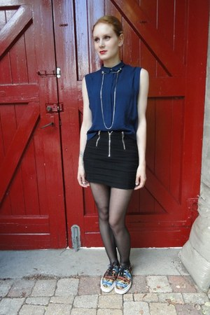 navy boxy Pull & Bear blouse - black zippered mini H&M skirt
