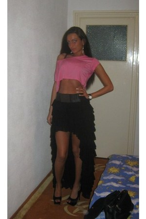 black hi low skirt skirt - bubble gum top - black pumps