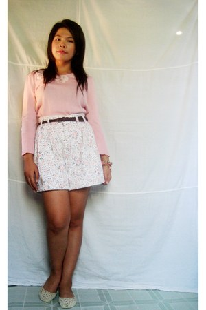 ivory floral shorts - salmon sweater - diy accessories - off white lace flats