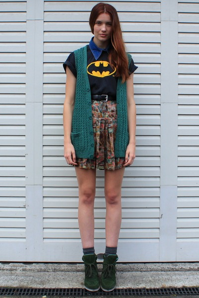 black batman vintage t-shirt - green vintage cardigan - blue vintage necklace