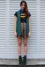 Black-batman-vintage-t-shirt-blue-vintage-necklace-green-vintage-cardigan
