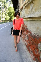 carrot orange New Yorker t-shirt - black New Yorker bag - black H&M shorts