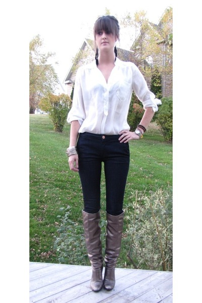 over the knee boots and jeans. TAGS: over the knee boots