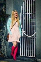hot pink pull&bear socks - hot pink shoerack shoes - peach new look dress