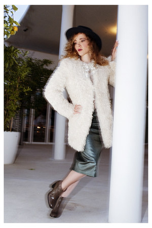 beige faux fur Zadig&Voltaire coat - dark khaki leather Minelli boots