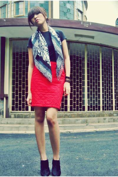 black Narciss Club t-shirt - black from my mom scarf - red random brand skirt -