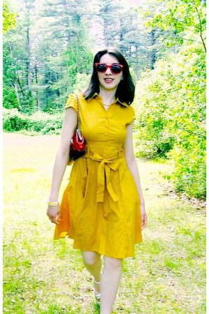 red sunglasses - gold Mod Cloth dress