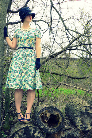 light yellow 40s floral vintage dress - navy vintage hat - navy thrifted belt -