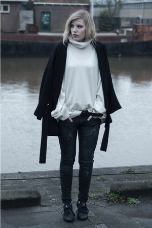 black Zara coat - gray Mango jeans - off white MMM x H&M sweater
