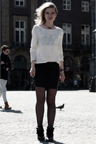 cream Barrio Santo sweater - black Loavies skirt - black Itemtrend sneakers