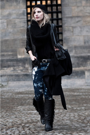 black Sacha boots - black Zara coat - navy H&amp;M jeans - black H&amp;M hat
