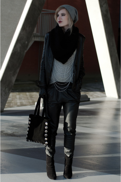 Black-mango-boots-black-mango-blazer-black-frenchonista-bag