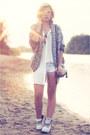 White-sacha-boots-white-rut-circle-shirt