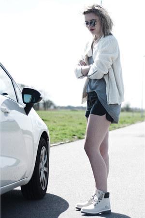 off white Sacha boots - off white Nowhere jacket - black Episode shorts