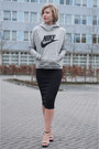 Heather-gray-nike-sweater-black-h-m-skirt-black-zara-sandals